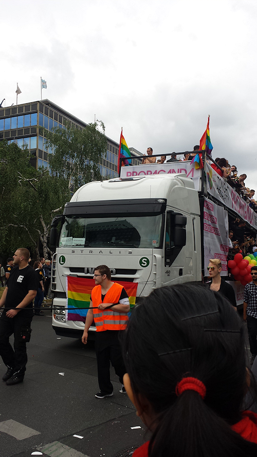 CSD-Parade Berlin 2014: next Waggon with brave guys